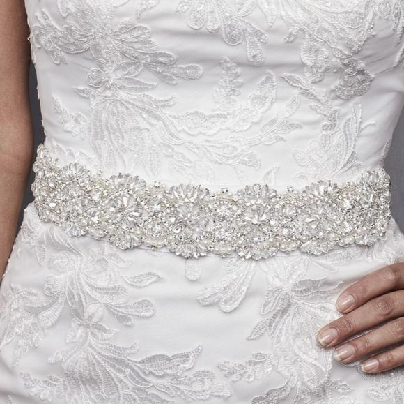 David's Bridal Accessories - NWT DAVID'S BRIDAL Scalloped Ivory Rhinestone Sash
